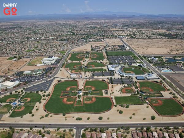 Surprise, Phoenix'in kuzeybatısındaki Arizona'da bulunur ve 138.161 nüfusa sahiptir.
