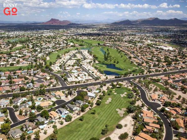 Arizona, Phoenix'in hemen doğusunda bulunur, 508.958 nüfusa sahiptir.