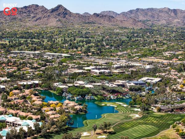Scottsdale, Arizona, Phoenix'in hemen kuzey doğusundadır. Nüfusu 255.310