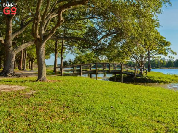 Largo, Florida. Clearwater'ın hemen güneyinde ve 84.996 kişilik nüfusu vardır.