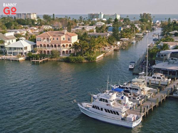 Fort Myers, Florida. Tampa'nın yaklaşık iki saat güneyinde bulunur ve 82.254 nüfusa sahiptir.