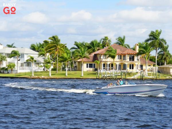 Fort Myers'a bitişik olan Florida'daki Cape Cape'in nüfusu 189.343'tür.
