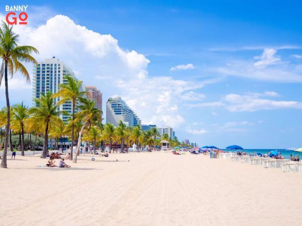 Fort Lauderdale, Florida. 182.595 nüfusa sahiptir.