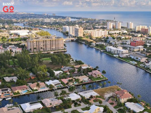 Fort Lauderdale'in hemen kuzeyinde yer alan Florida'daki Pompano Plajı 111.954 nüfusa sahiptir.