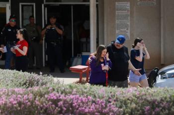 ABD'de Alışveriş Merkezinde Silahlı Saldırı Gerçekleşti,Ölüler ve Yaralılar Var
