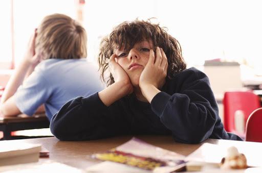 Okula gitmek istemeyen çocuk